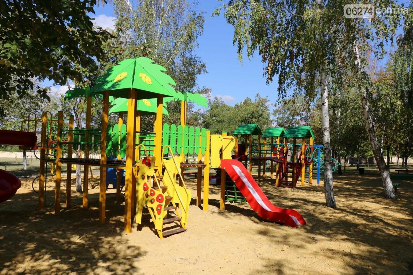 Обновленную детскую площадку открыли в Бахмутской ЦРБ, фото-2
