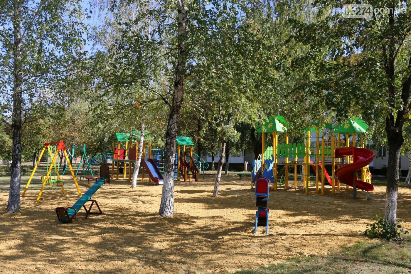 Обновленную детскую площадку открыли в Бахмутской ЦРБ, фото-10