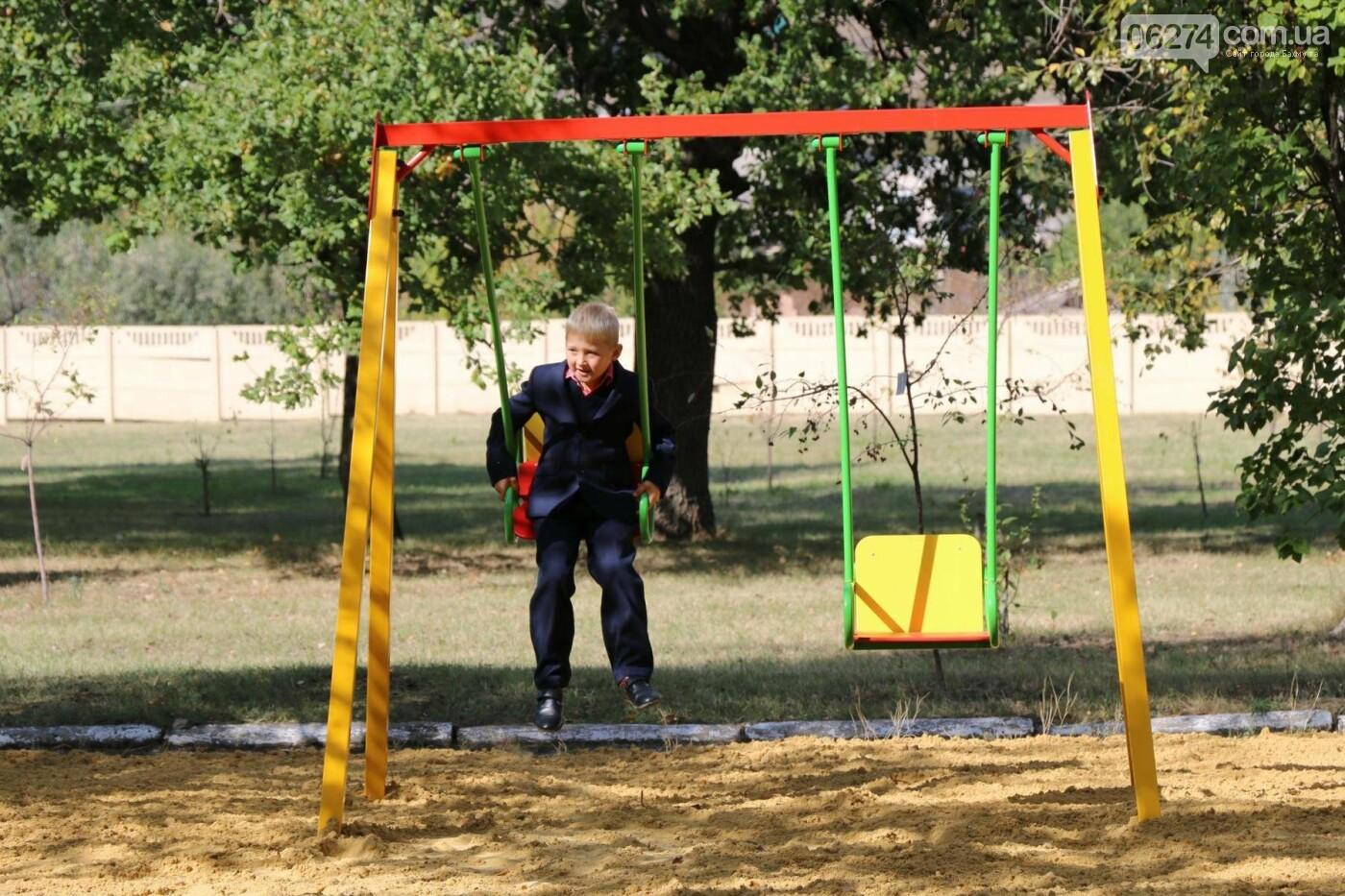 Обновленную детскую площадку открыли в Бахмутской ЦРБ, фото-6
