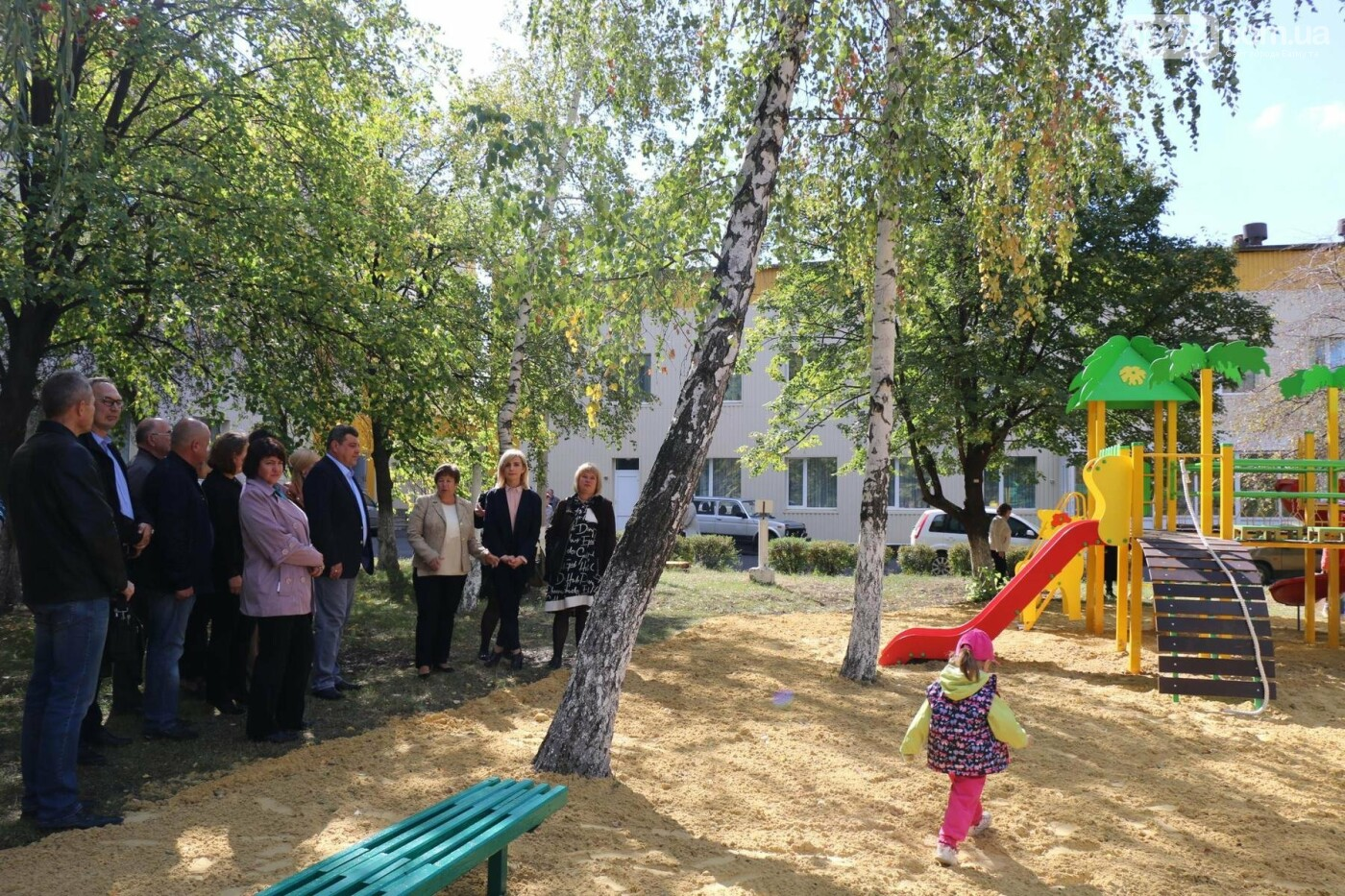 Обновленную детскую площадку открыли в Бахмутской ЦРБ, фото-9