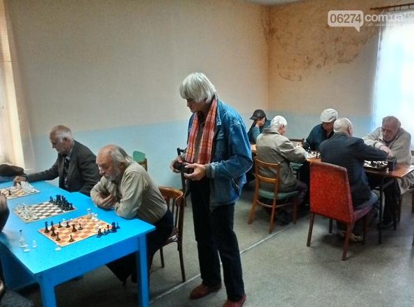 В Бахмуте прошли соревнования по шахматам ко Дню пожилых людей, фото-1