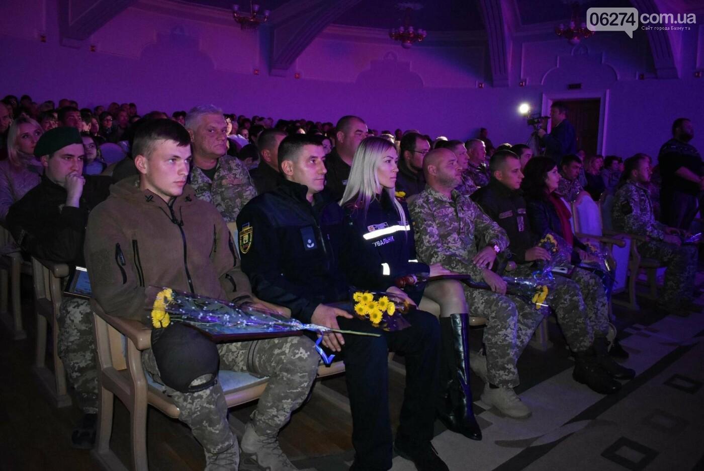 В Бахмуте празднуют День защитника Украины, фото-12