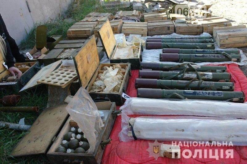 В Бахмуте полицейские изъяли склад с тысячами боеприпасов, фото-3