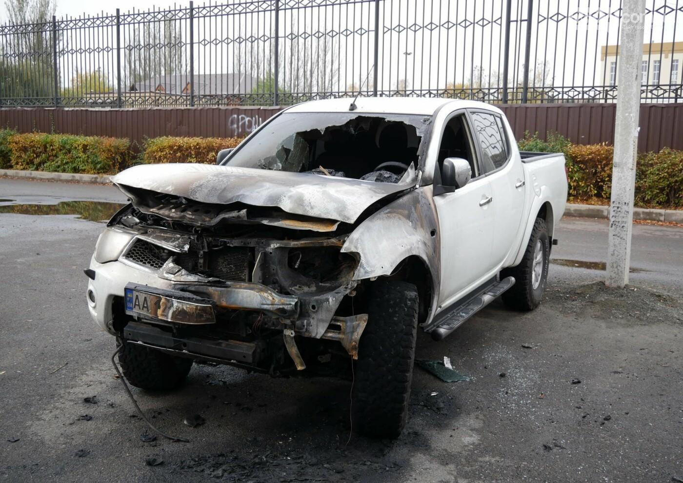 В центре Бахмута в субботу ночью горел автомобиль, фото-2