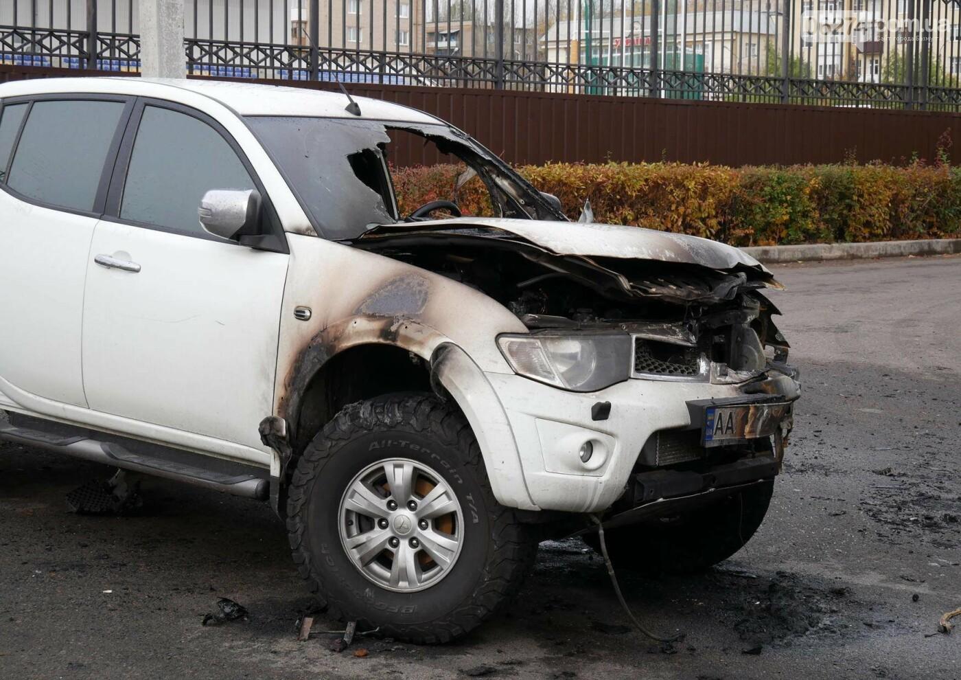 В центре Бахмута в субботу ночью горел автомобиль, фото-1