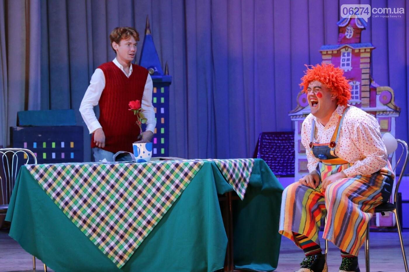 Для детей Бахмута показали спектакль «Малыш и Карлсон», фото-9