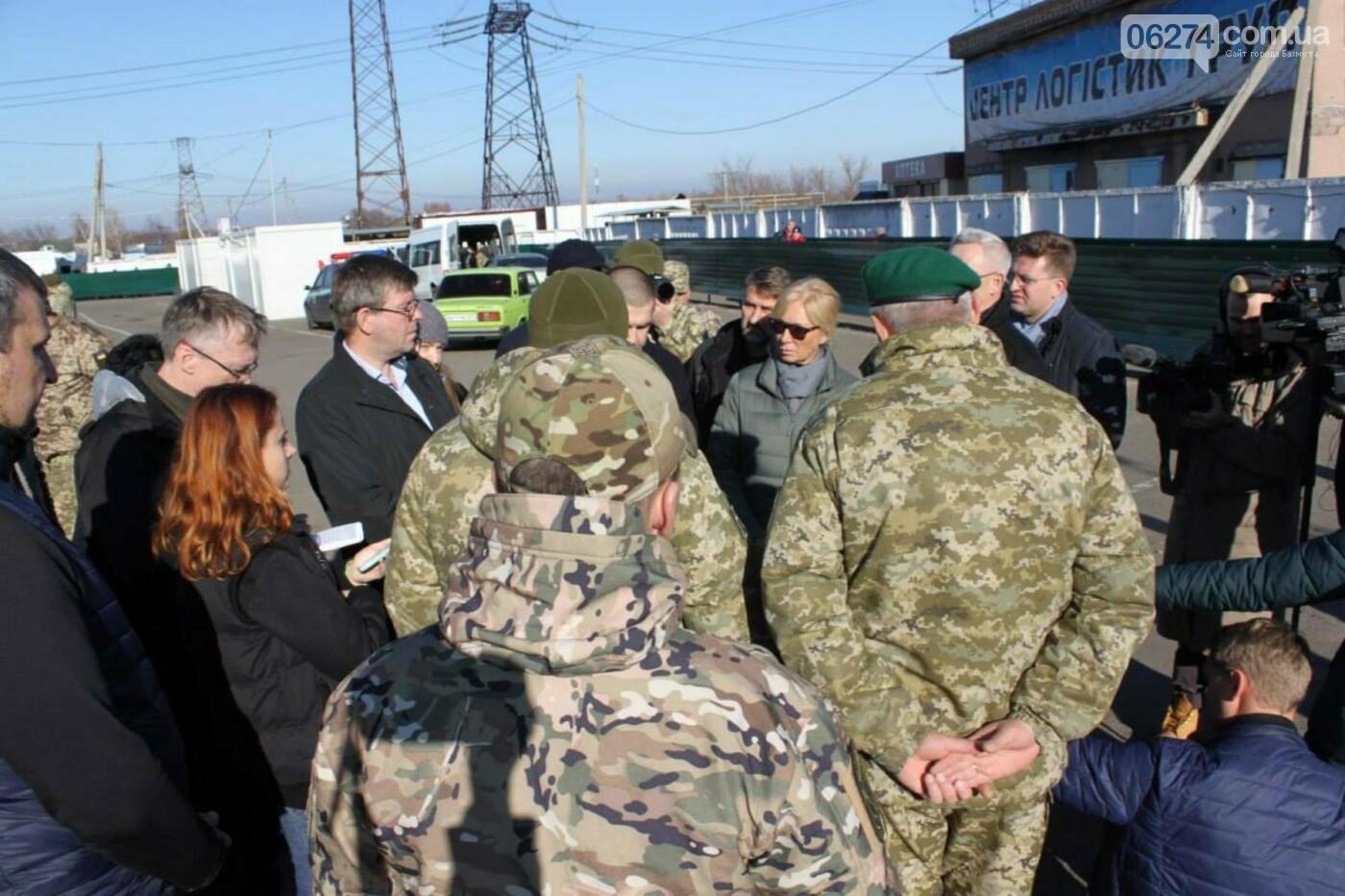 Омбудсмены Литвы и Украины посетили КПВВ в Бахмутском районе с мониторинговым визитом, фото-2