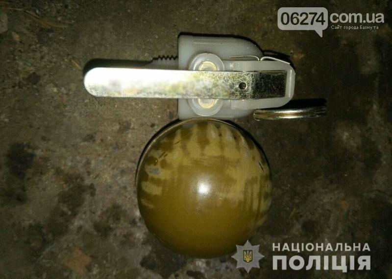 У подозреваемого в жестоком убийстве жителя Бахмутского района правоохранители изъяли гранату, фото-1