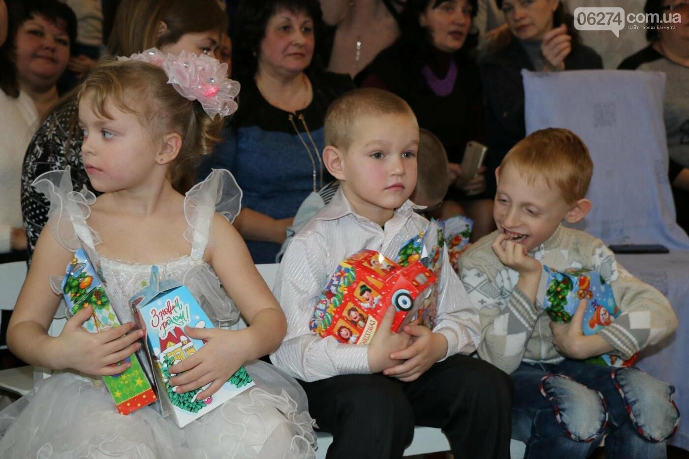 Святой Николай поздравил детей Бахмута, фото-15