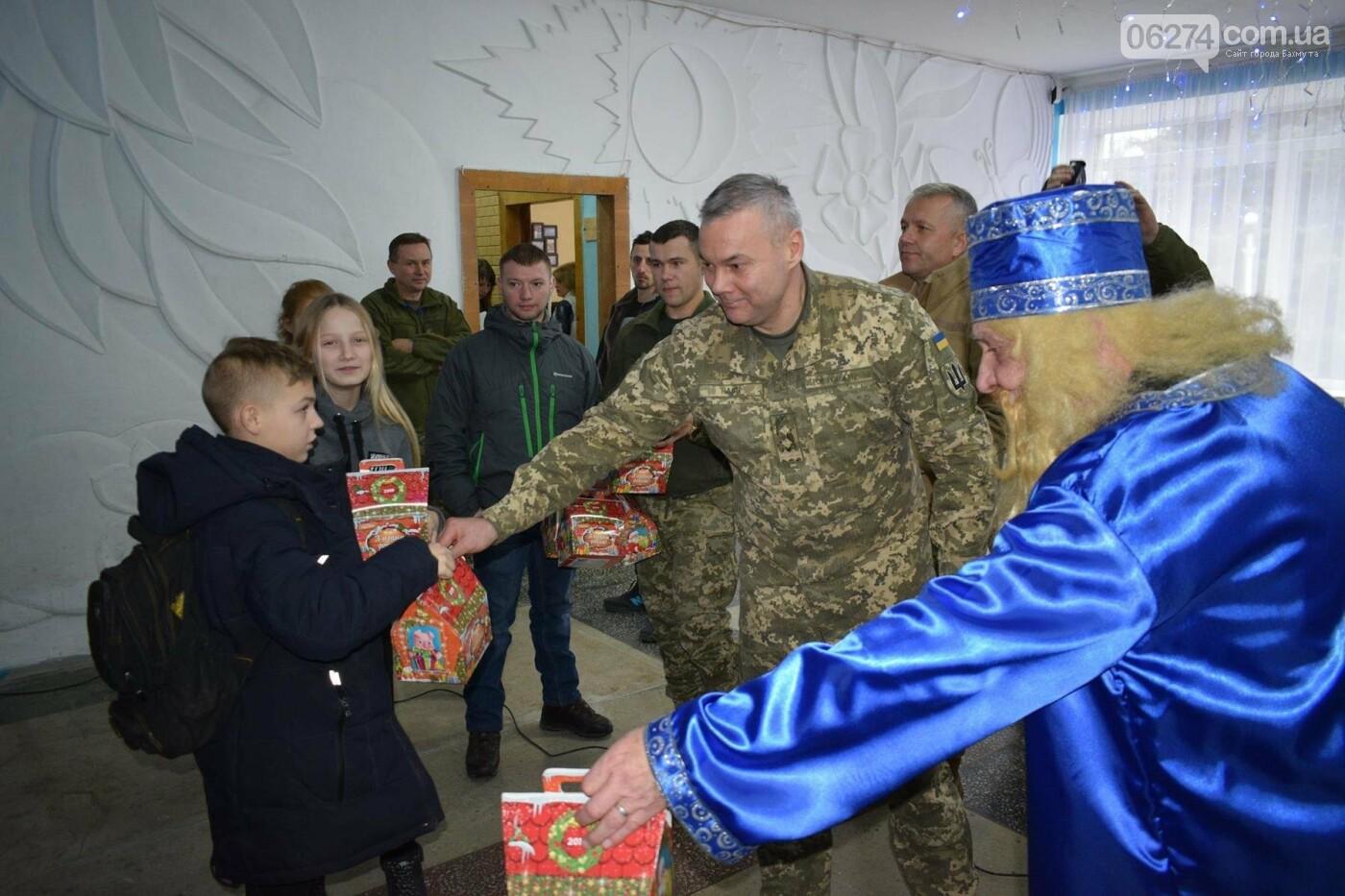 Командующий ООС поздравил детей Бахмутского района с Днем Святого Николая, фото-1
