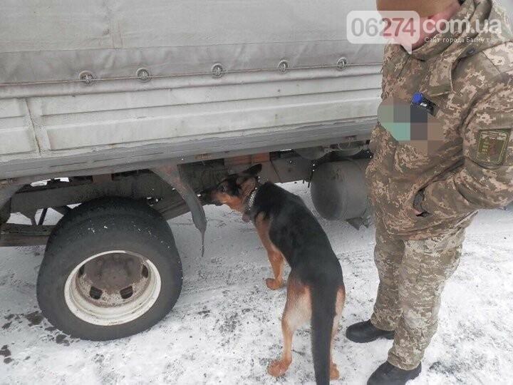В КПВВ Бахмутского района в автомобиле нашли взрывчатое вещество, фото-1