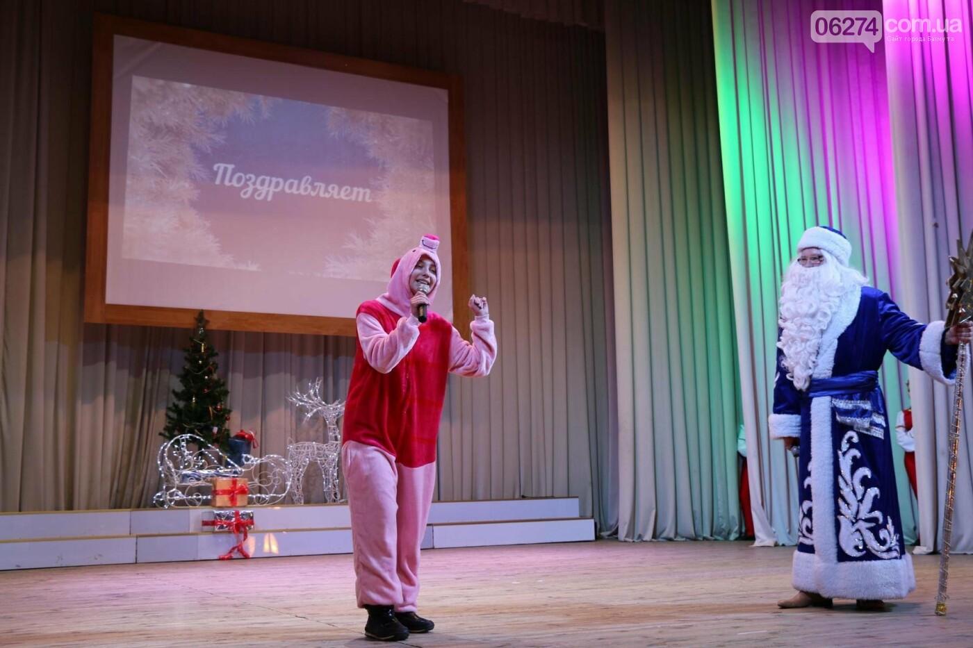 Детям Бахмута подарили сладкие подарки к Новому Году, фото-8