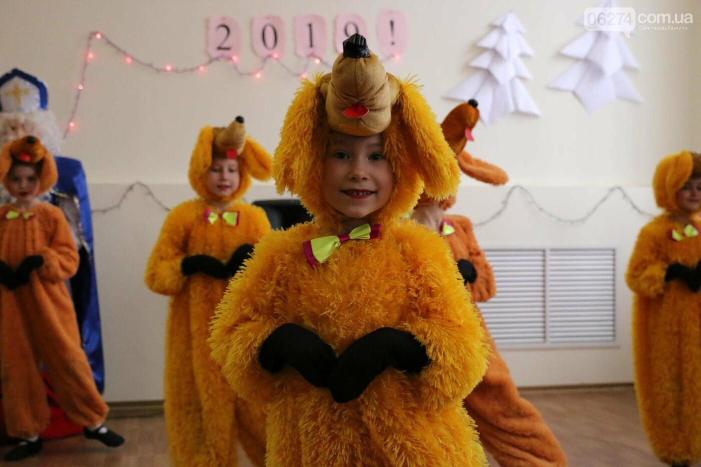 Детям Бахмута подарили сладкие подарки к Новому Году, фото-20