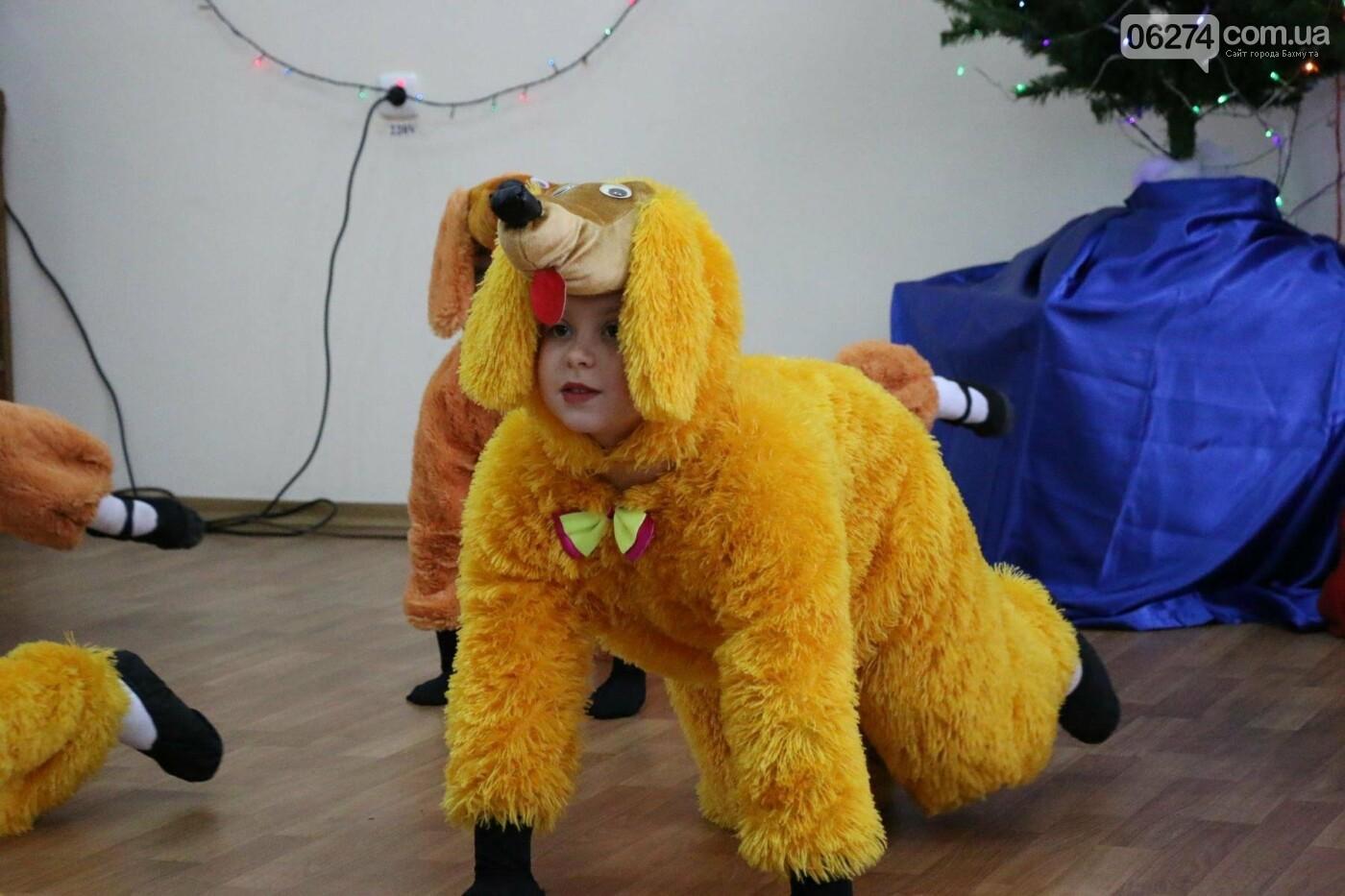 Детям Бахмута подарили сладкие подарки к Новому Году, фото-22