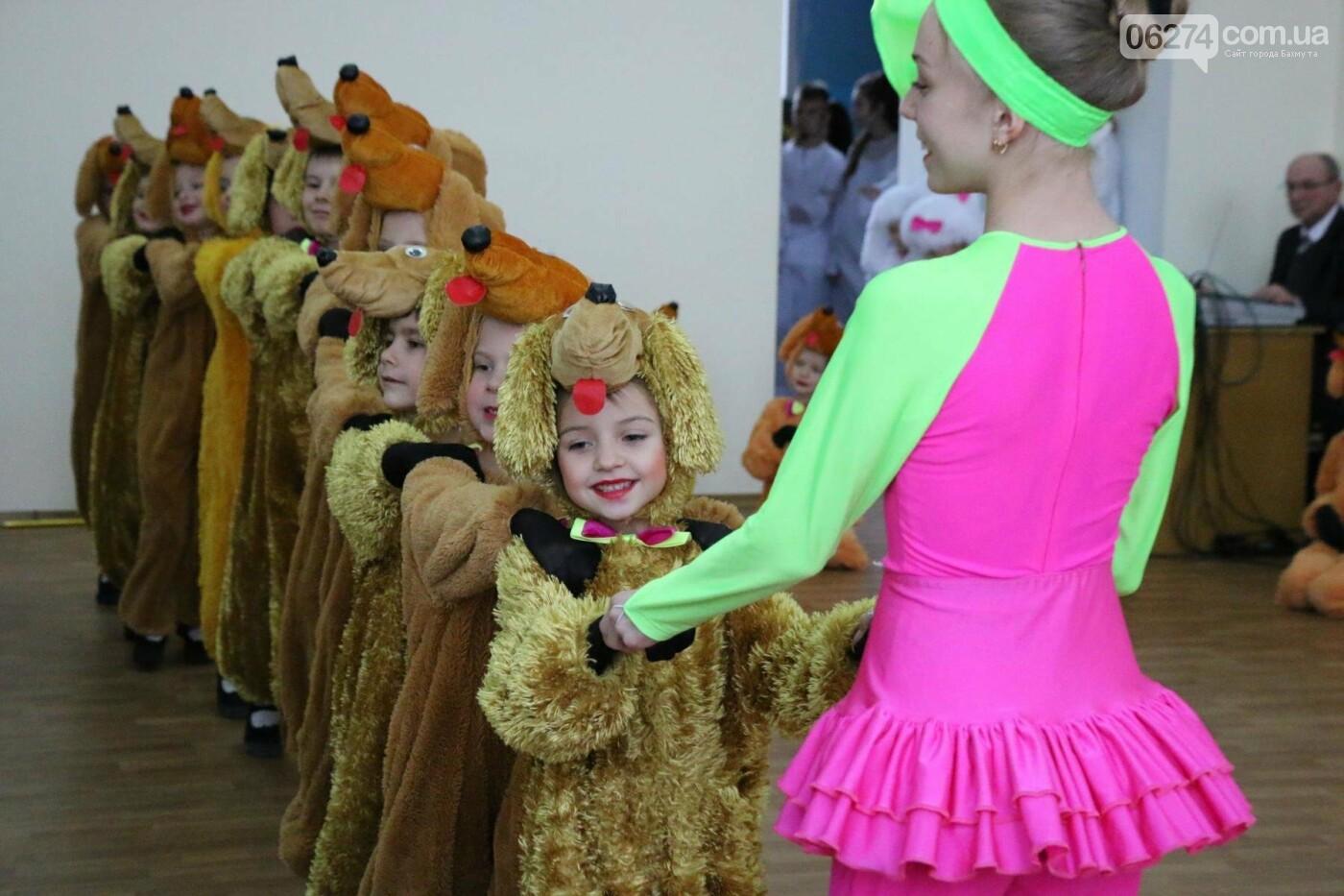 Детям Бахмута подарили сладкие подарки к Новому Году, фото-25