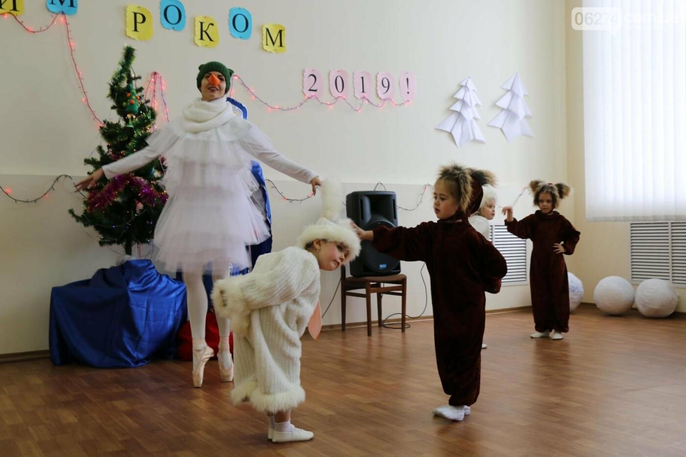 Детям Бахмута подарили сладкие подарки к Новому Году, фото-18