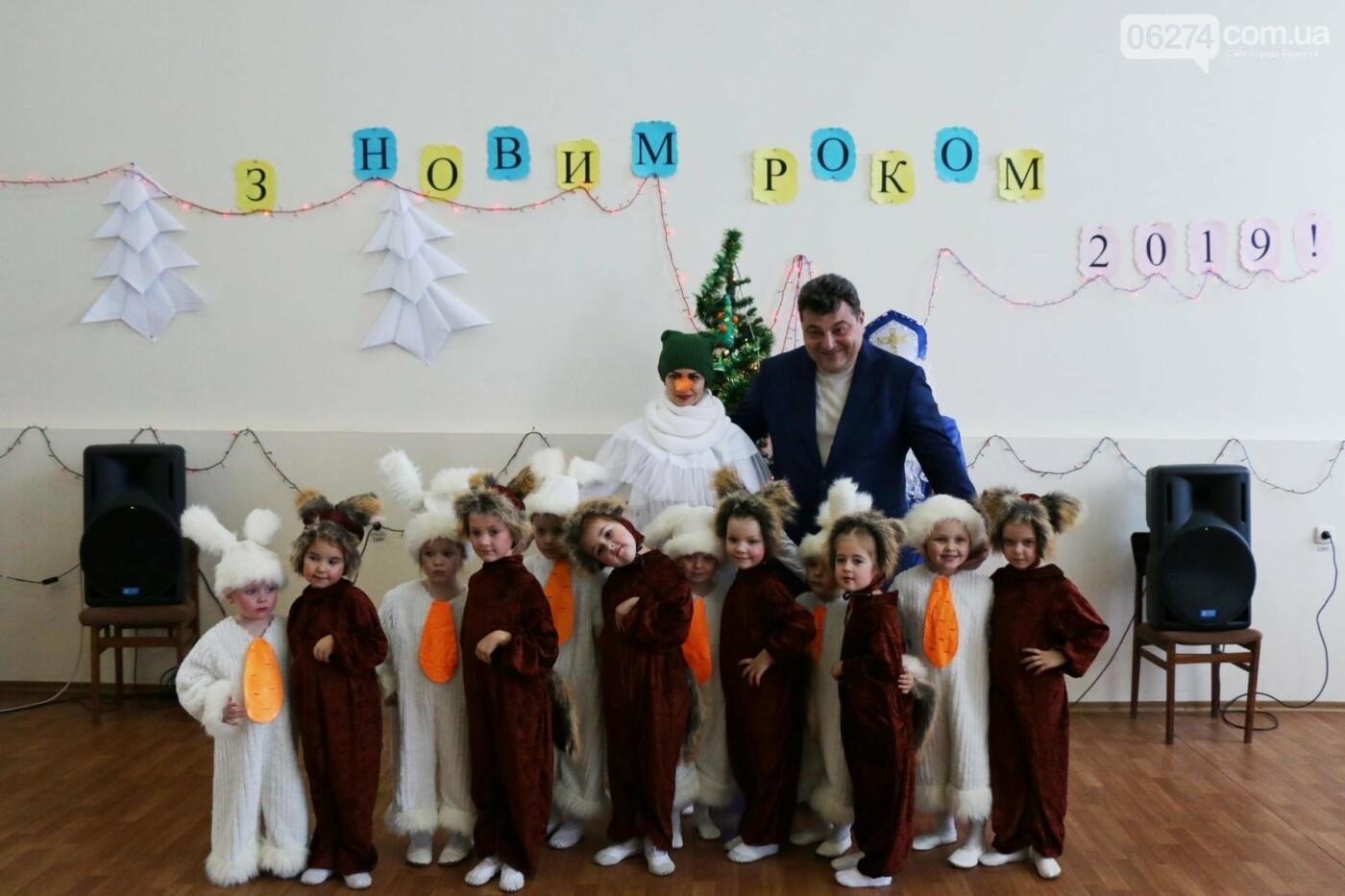 Детям Бахмута подарили сладкие подарки к Новому Году, фото-17