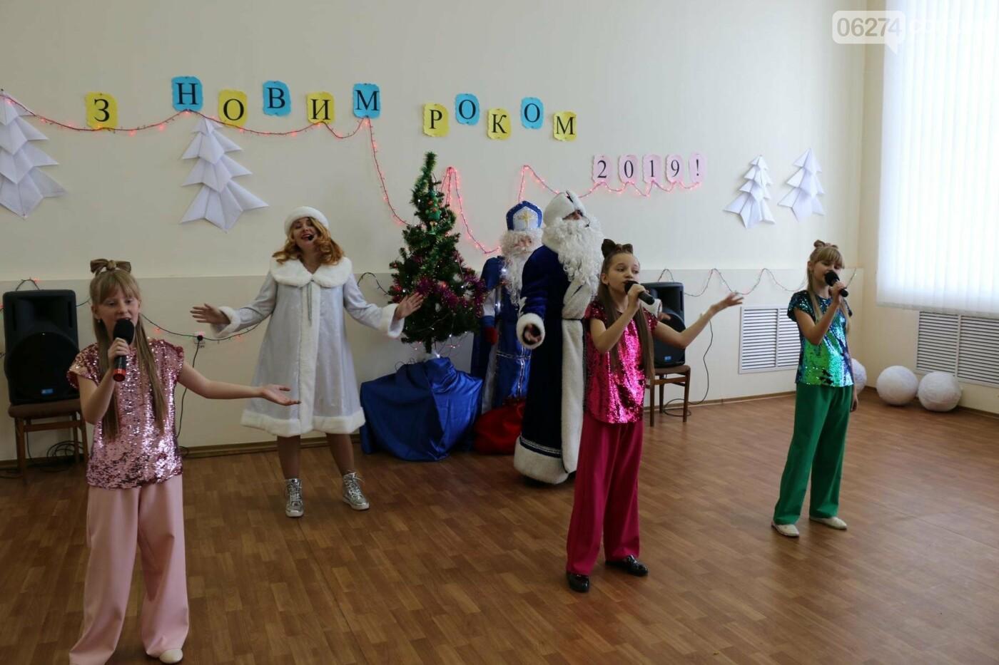 Детям Бахмута подарили сладкие подарки к Новому Году, фото-26
