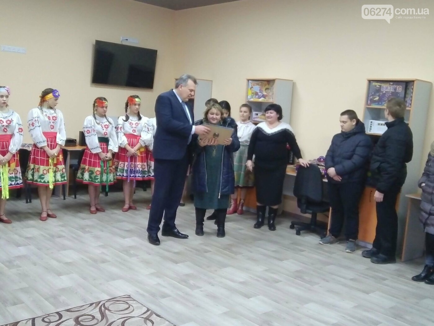 В прифронтовом Мироновском открылся молодежный центр, фото-3