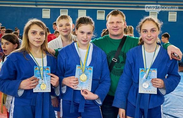 Бахмутские спортсмены завоевали первые места на Чемпионате области по самбо, фото-2