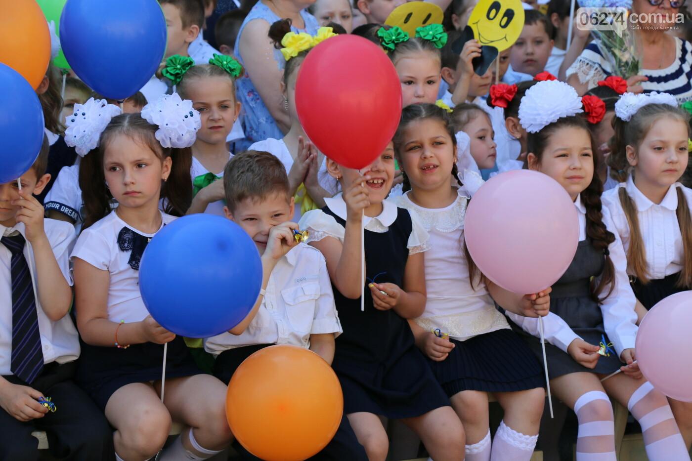 В школах Бахмута прозвенели «Последние Звонки», фото-8