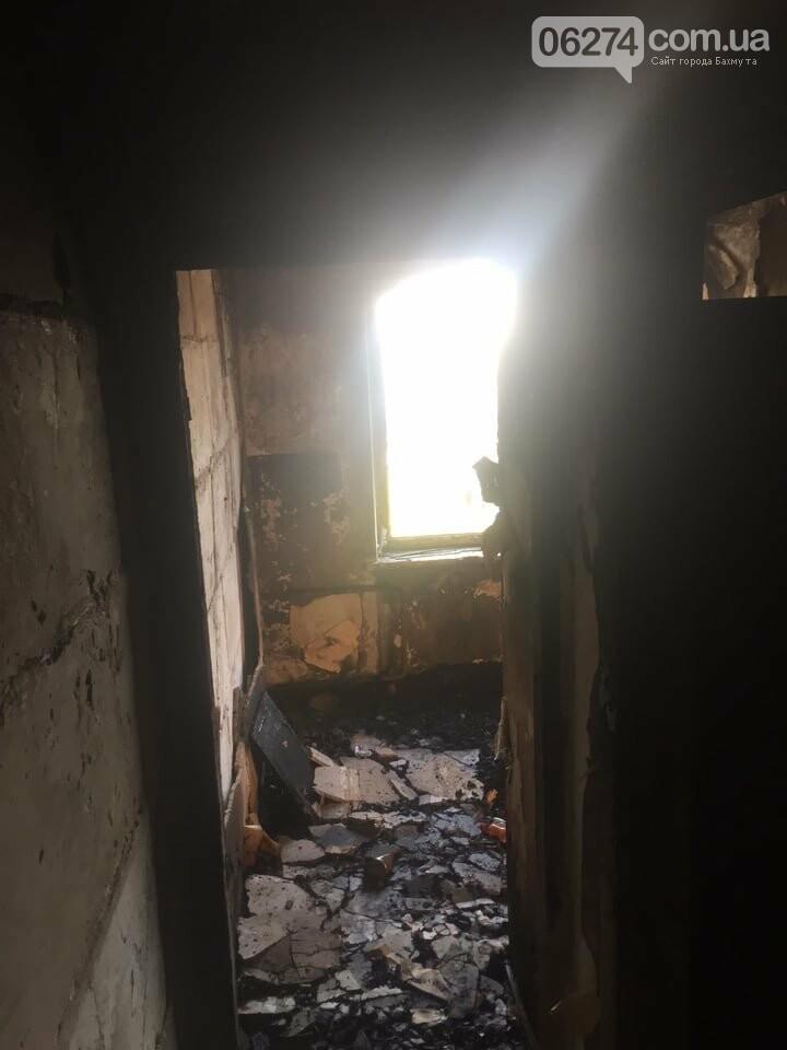 В Бахмуте в многоэтажке произошел пожар сразу в нескольких квартирах, фото-1