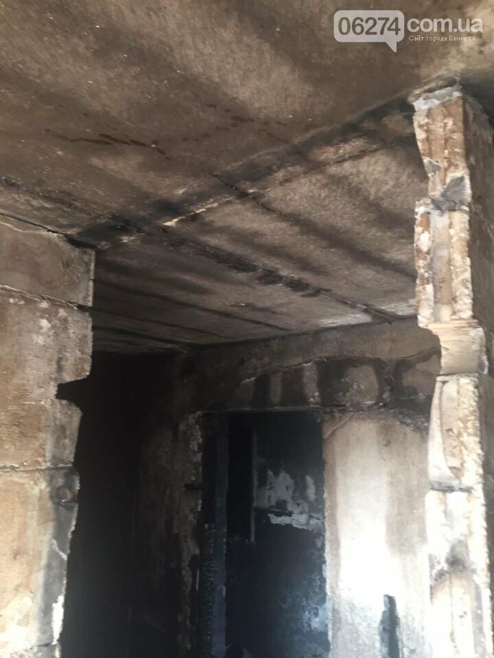 В Бахмуте в многоэтажке произошел пожар сразу в нескольких квартирах, фото-7