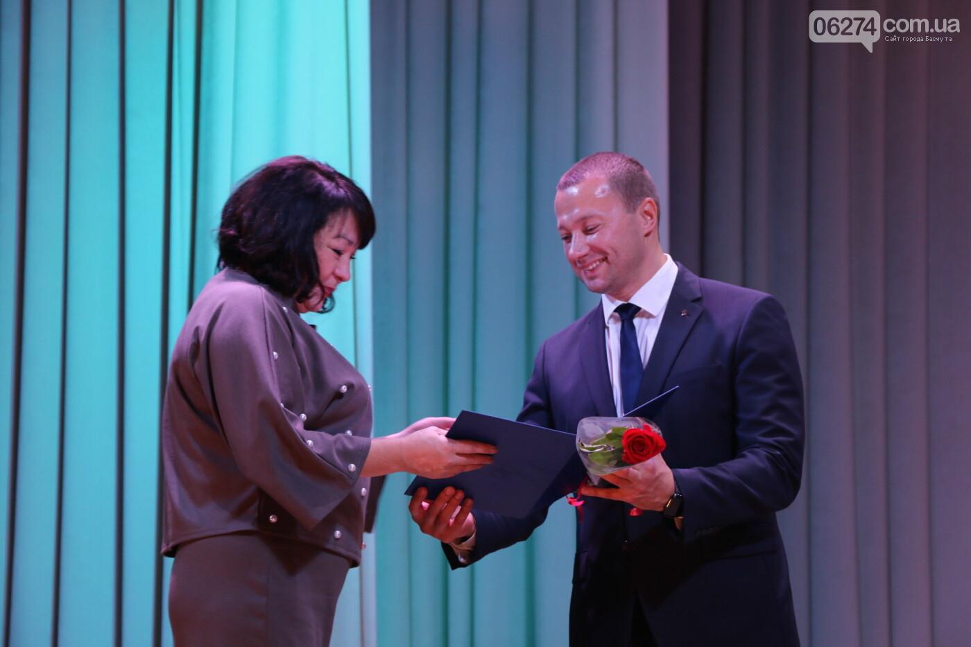 В Бахмуте поздравили педагогов со всей области, фото-19