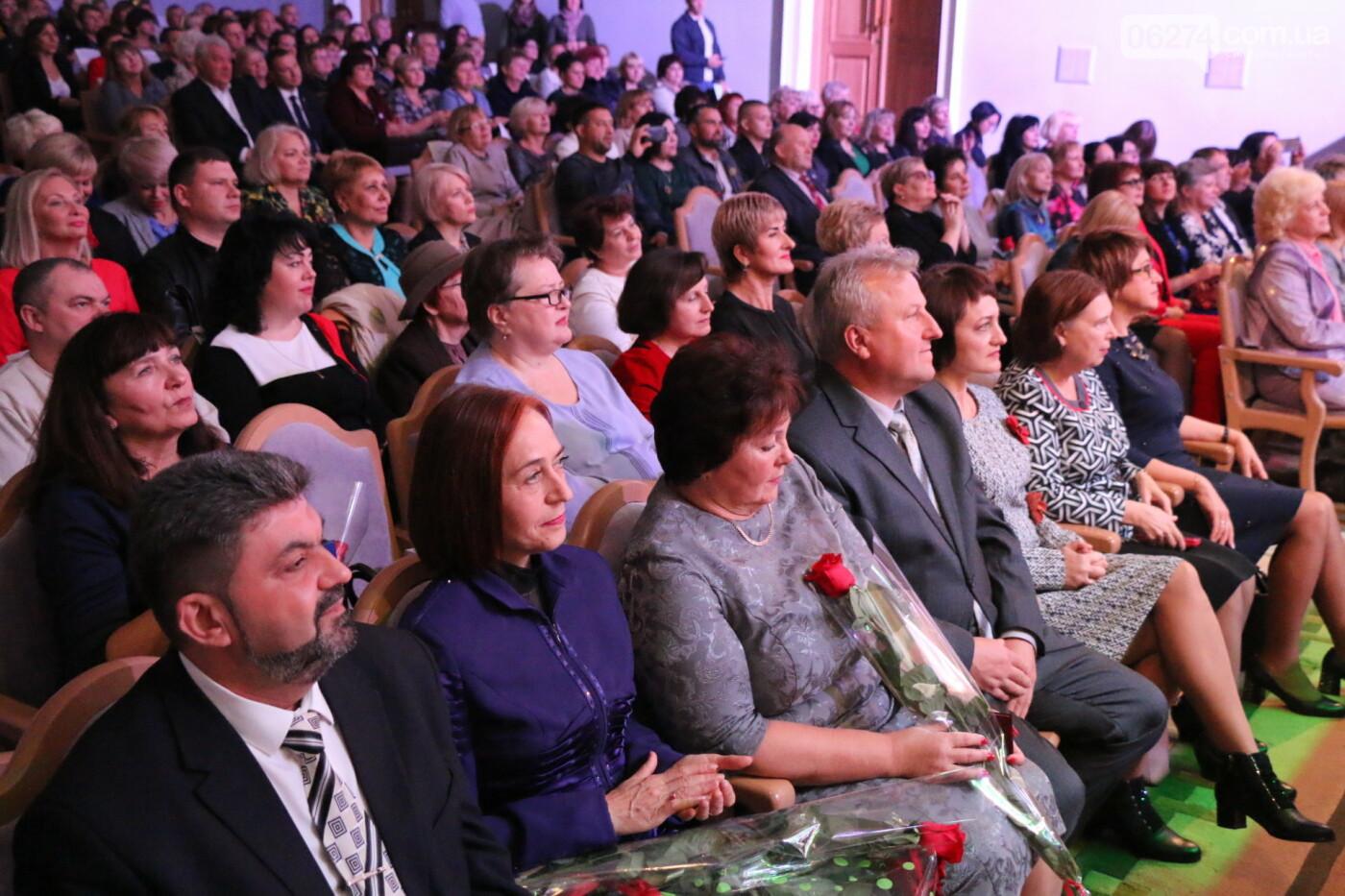 В Бахмуте поздравили педагогов со всей области, фото-25