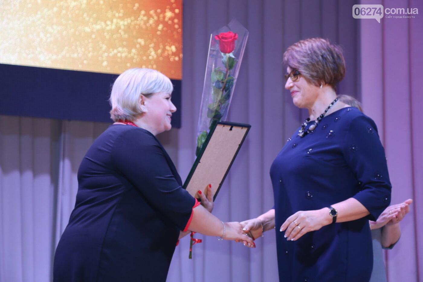 В Бахмуте поздравили педагогов со всей области, фото-26