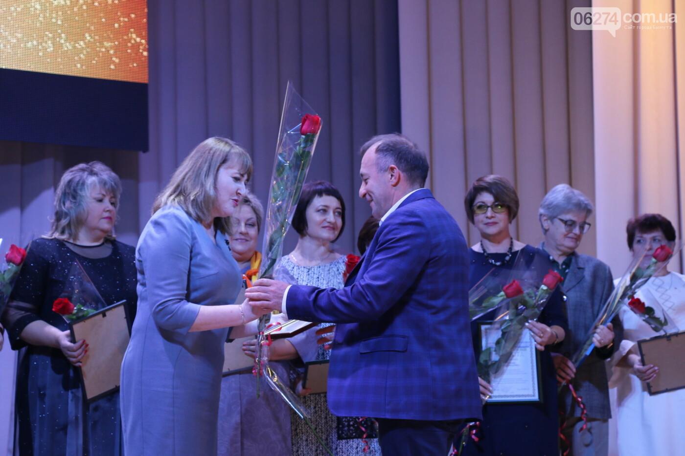 В Бахмуте поздравили педагогов со всей области, фото-31