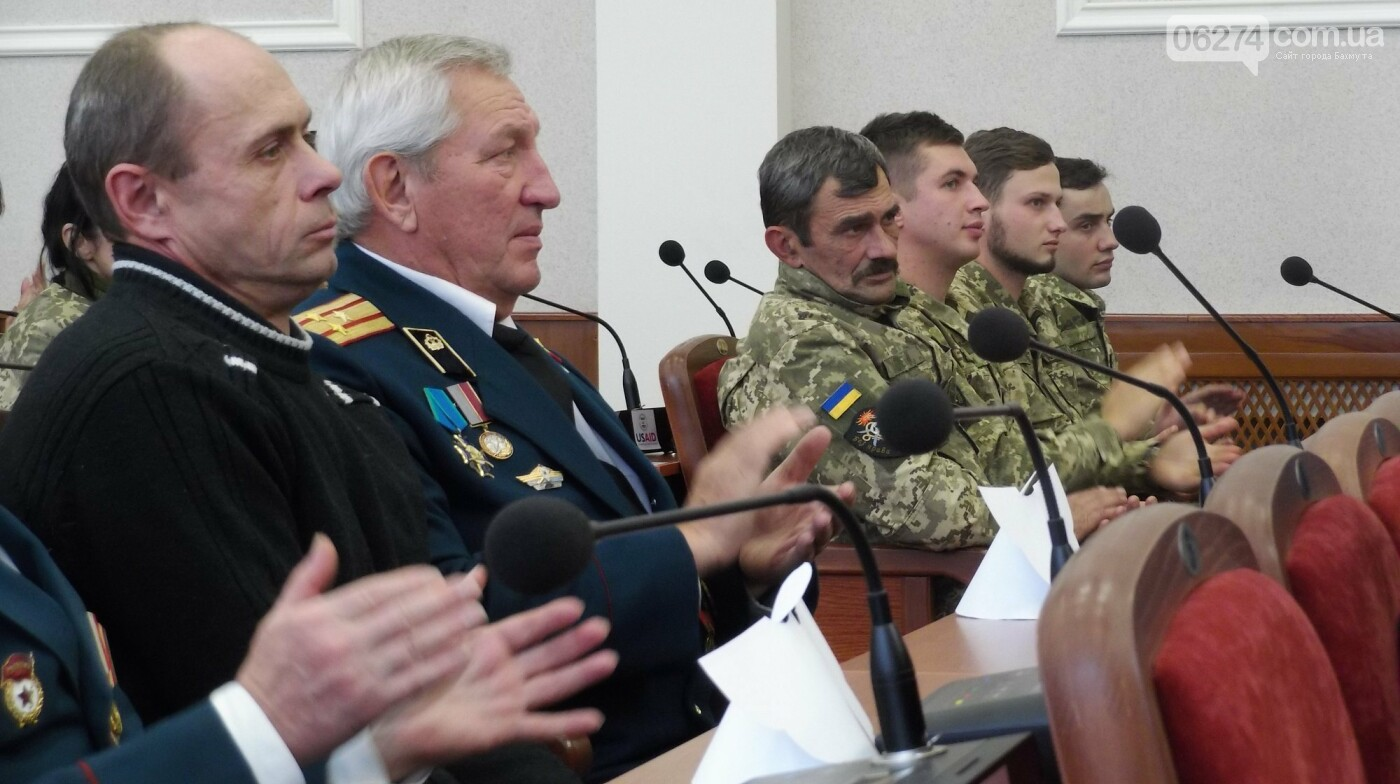 В Бахмуте поздравили представителей Вооруженных Сил Украины, фото-5