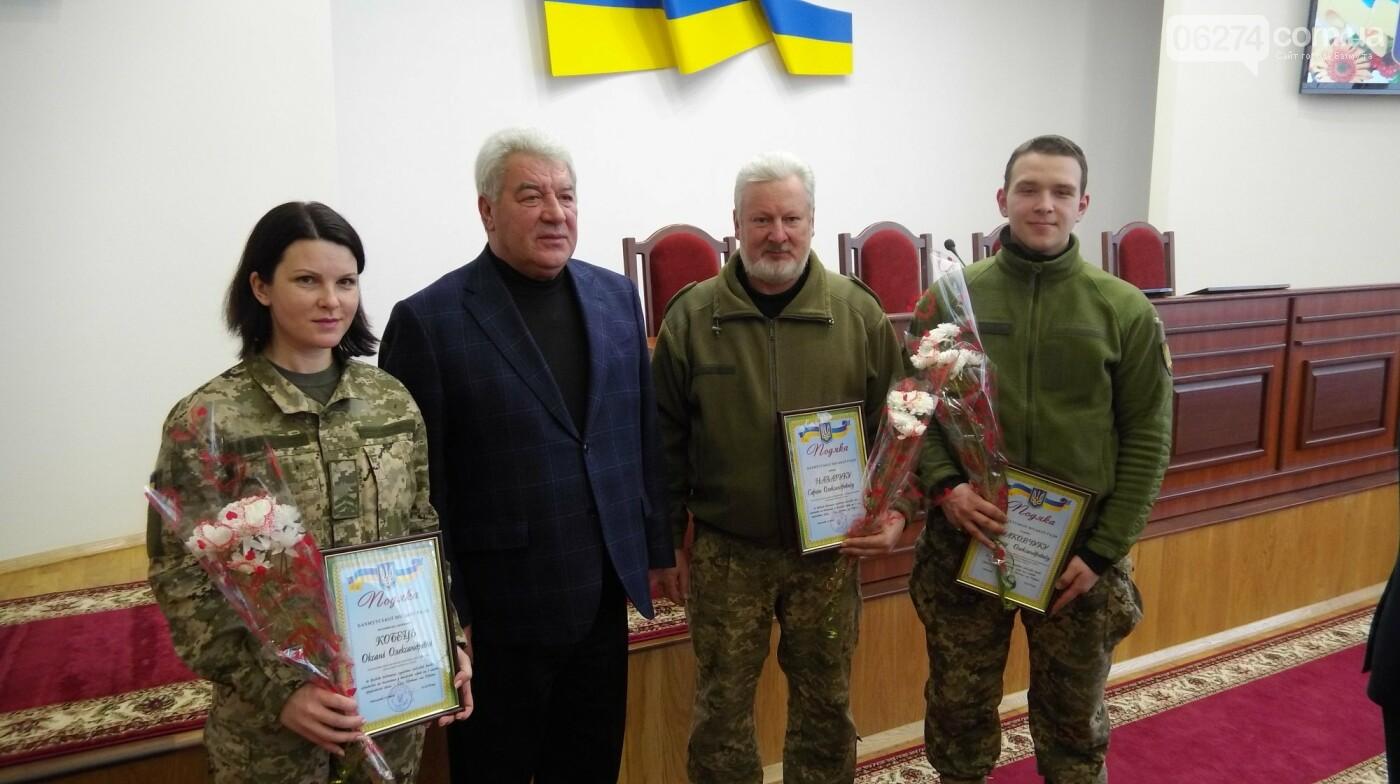 В Бахмуте поздравили представителей Вооруженных Сил Украины, фото-13