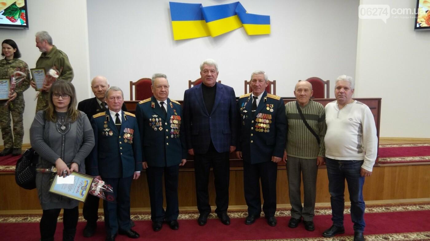 В Бахмуте поздравили представителей Вооруженных Сил Украины, фото-12