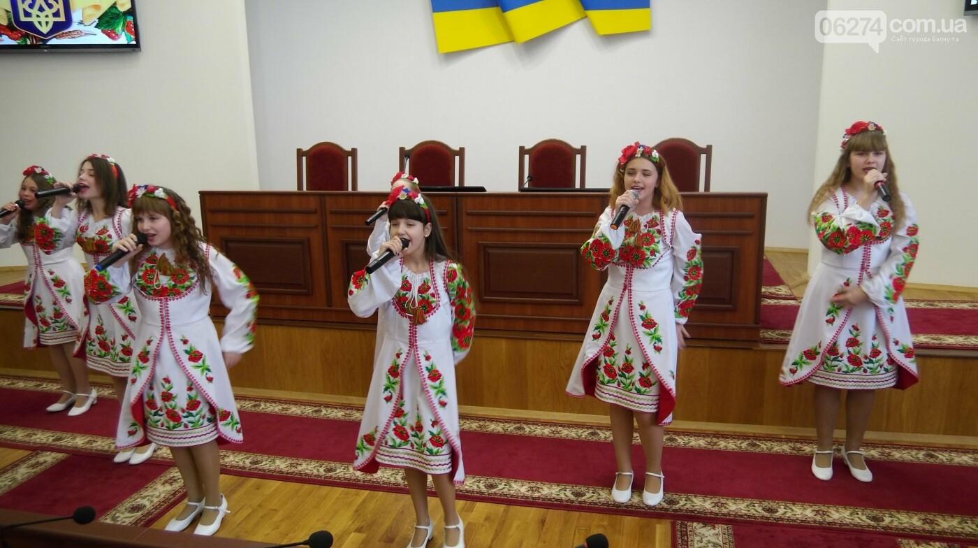 В Бахмуте поздравили представителей Вооруженных Сил Украины, фото-14