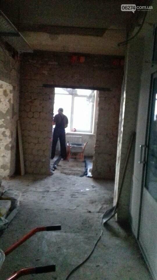 В Бахмуте продолжается реконструкция больницы, фото-7