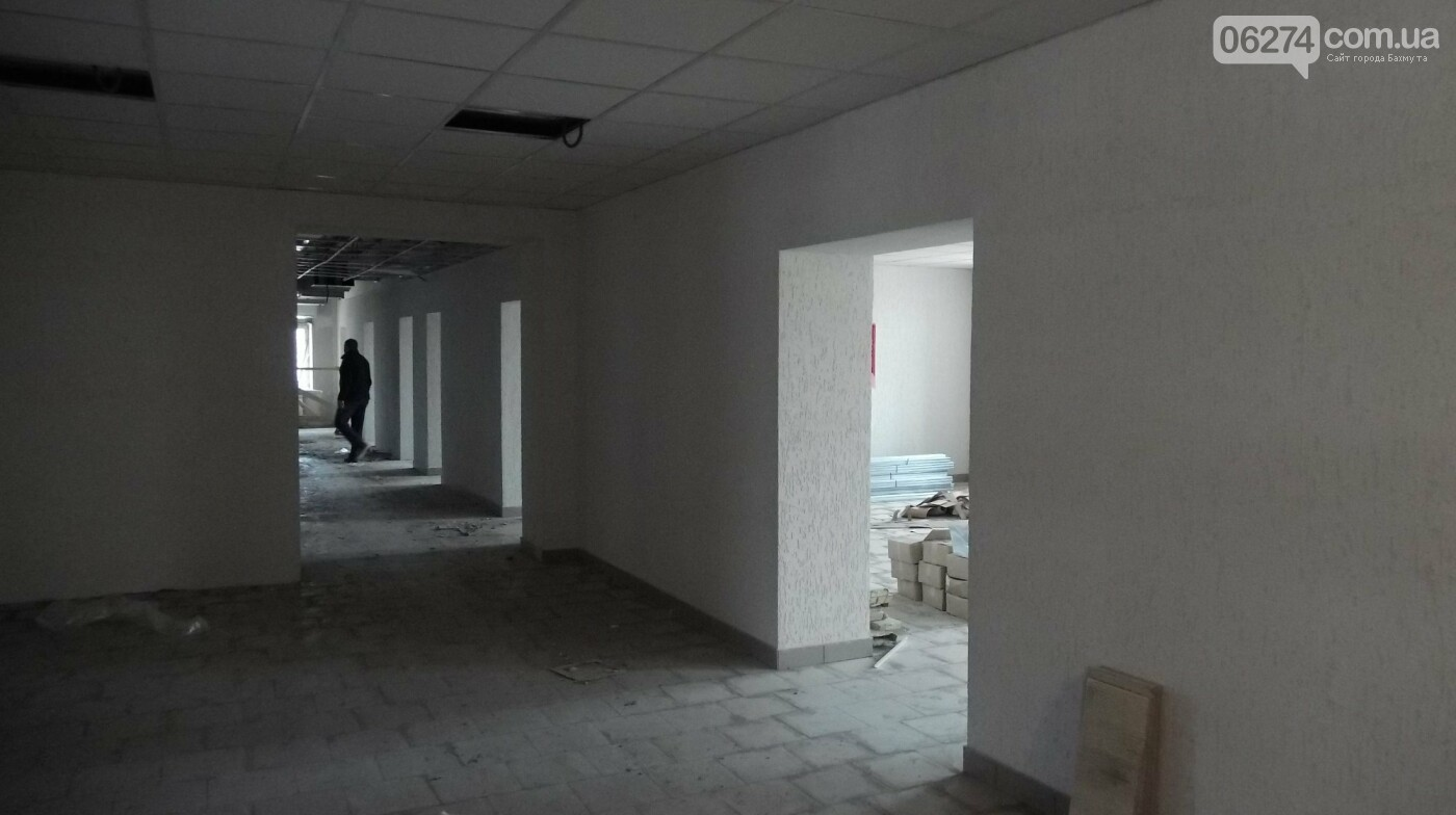 Мэр Бахмута проверил выполнение работ на объектах строительства в городе, фото-20