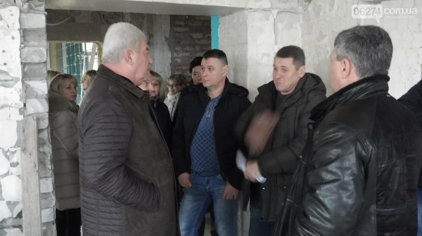Мэр Бахмута проверил выполнение работ на объектах строительства в городе, фото-10