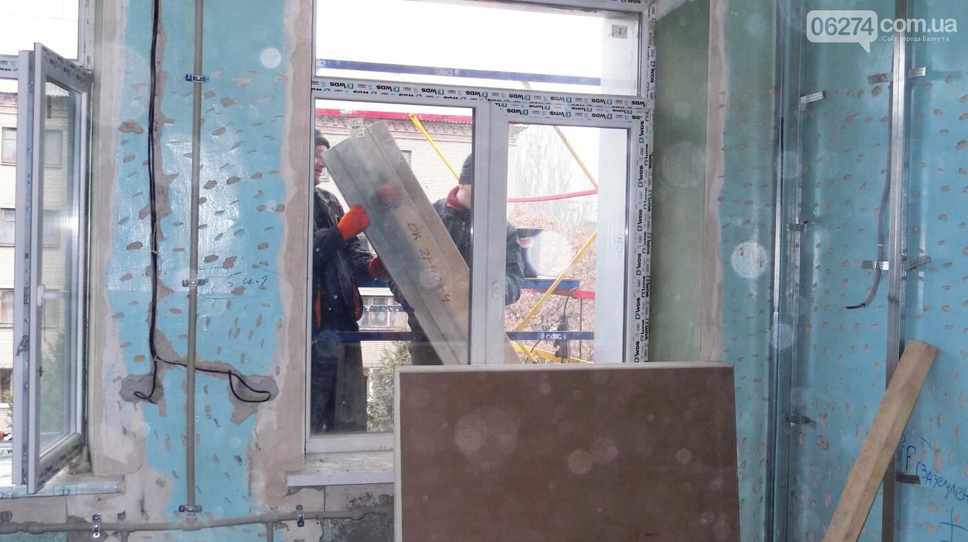 Мэр Бахмута проверил выполнение работ на объектах строительства в городе, фото-11