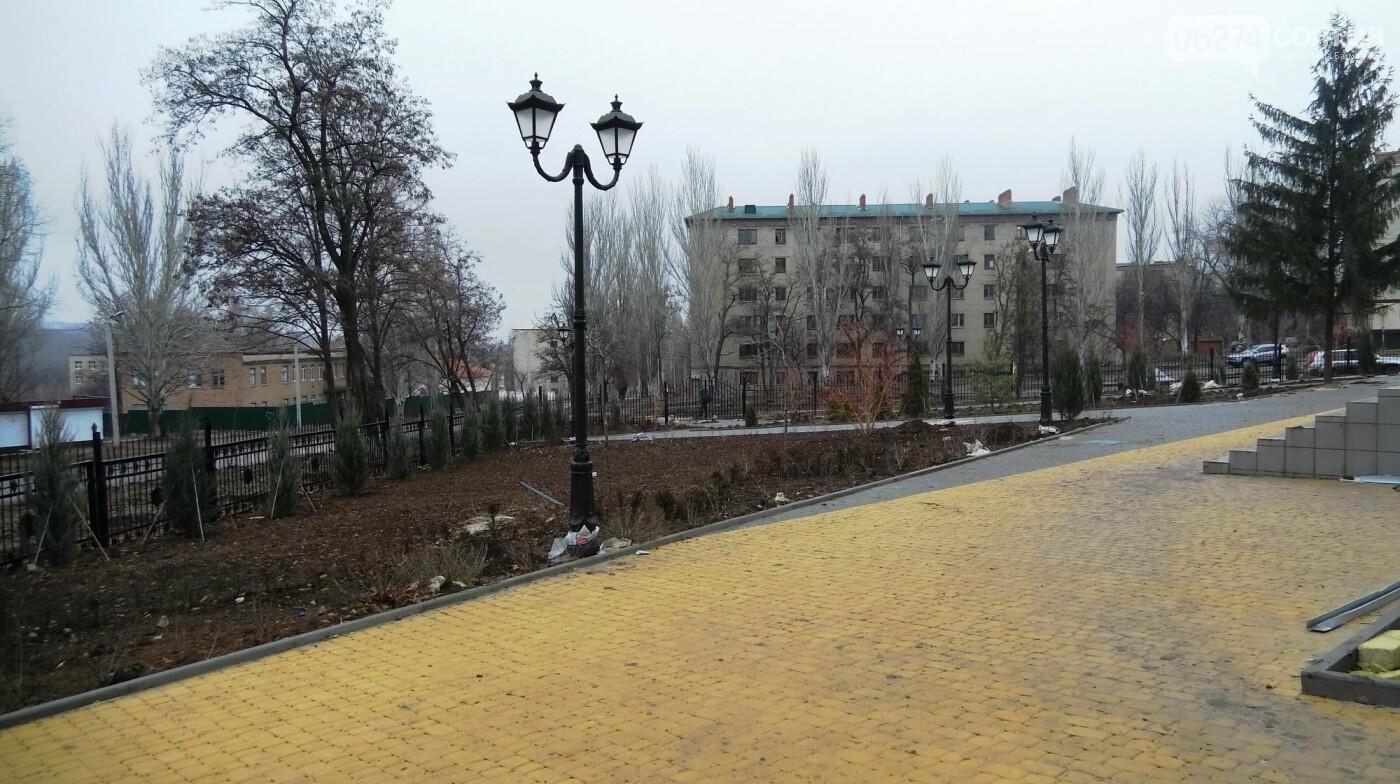 Мэр Бахмута проверил выполнение работ на объектах строительства в городе, фото-17