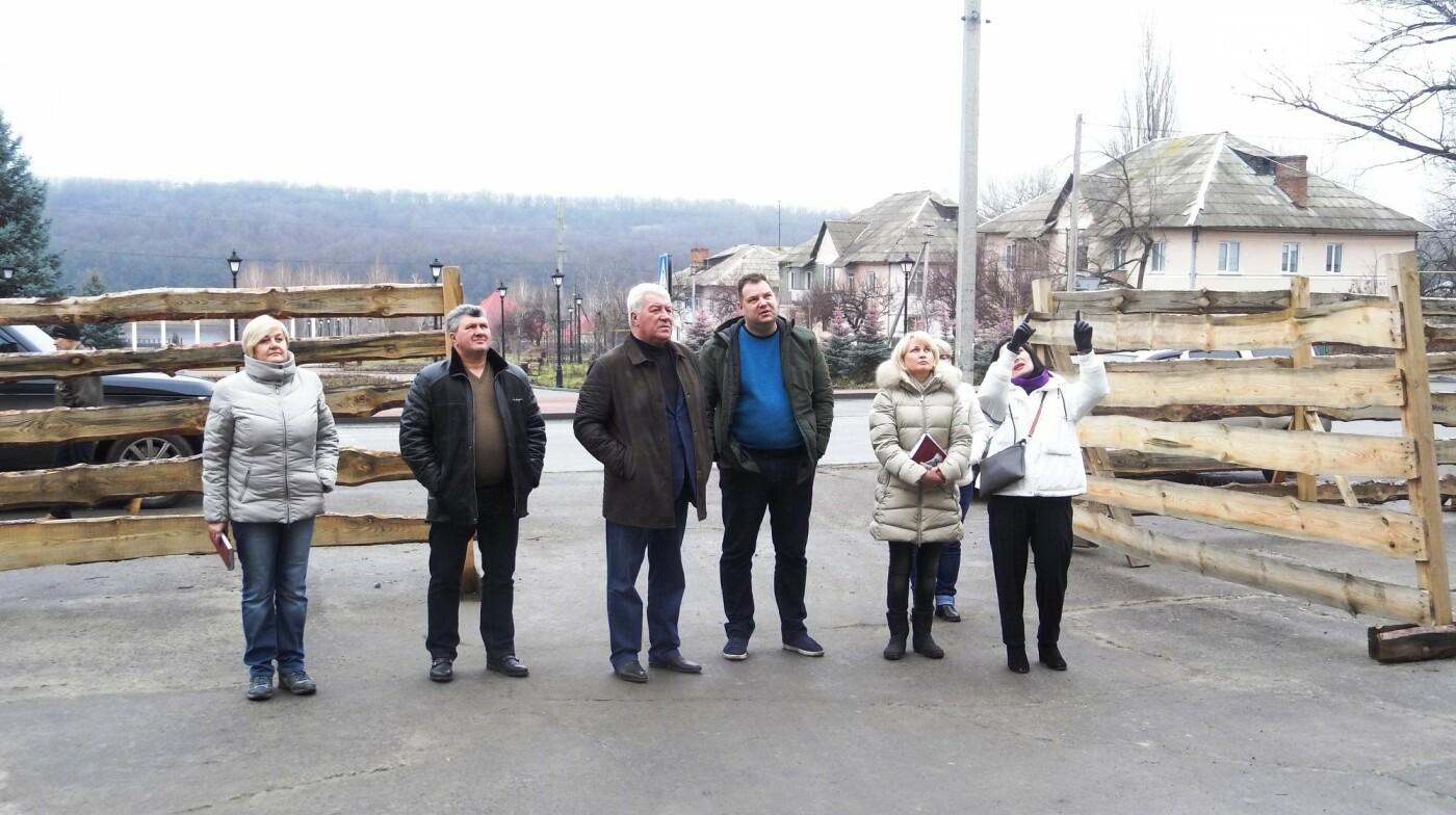 Мэр Бахмута проверил выполнение работ на объектах строительства в городе, фото-25