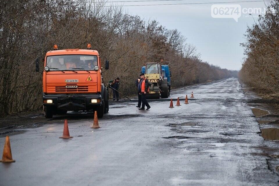 В Бахмутском районе ремонтируют проблемные участки дороги, фото-3
