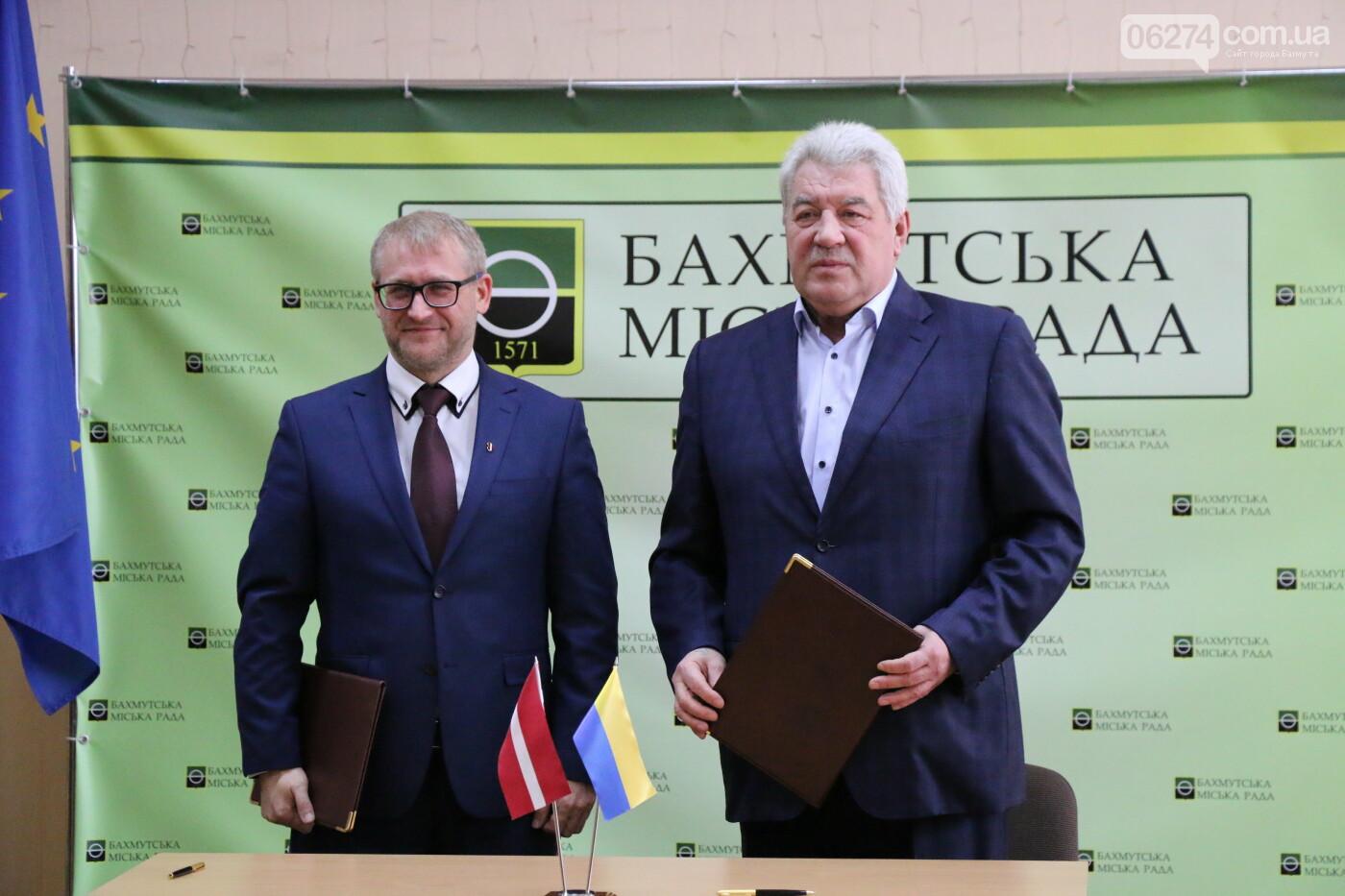 Городской голова Бахмута подписал Договор о сотрудничестве с громадой Салдусского края, фото-7