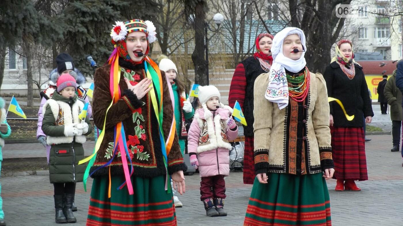 В Бахмуте в День Соборности развернули огромный флаг Украины, фото-1