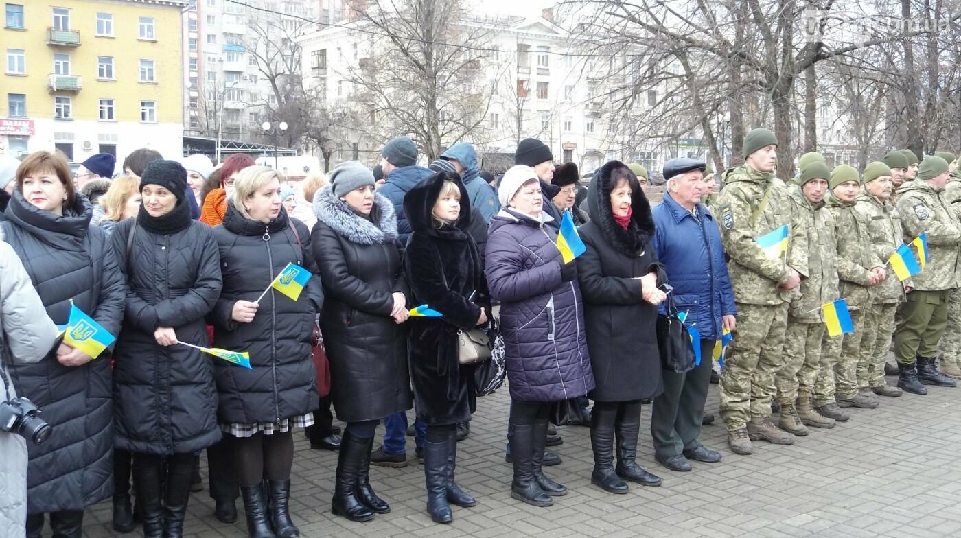 В Бахмуте в День Соборности развернули огромный флаг Украины, фото-2