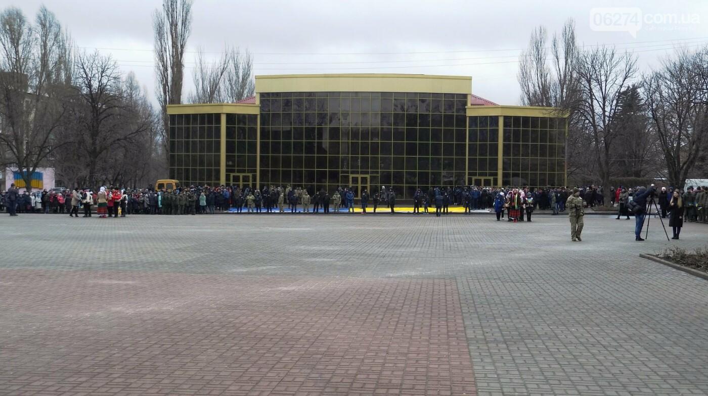 В Бахмуте в День Соборности развернули огромный флаг Украины, фото-3
