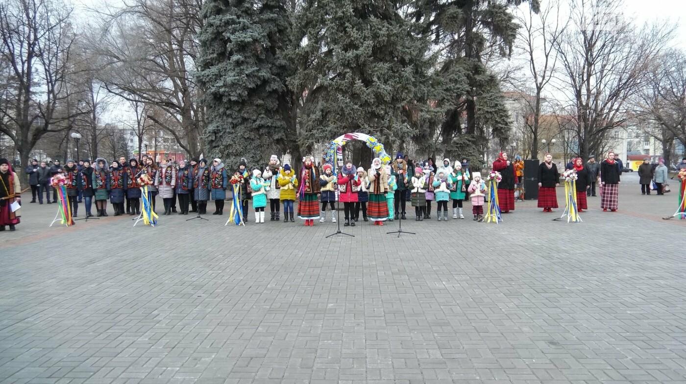 В Бахмуте в День Соборности развернули огромный флаг Украины, фото-5
