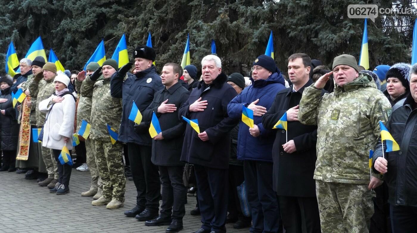 В Бахмуте в День Соборности развернули огромный флаг Украины, фото-7