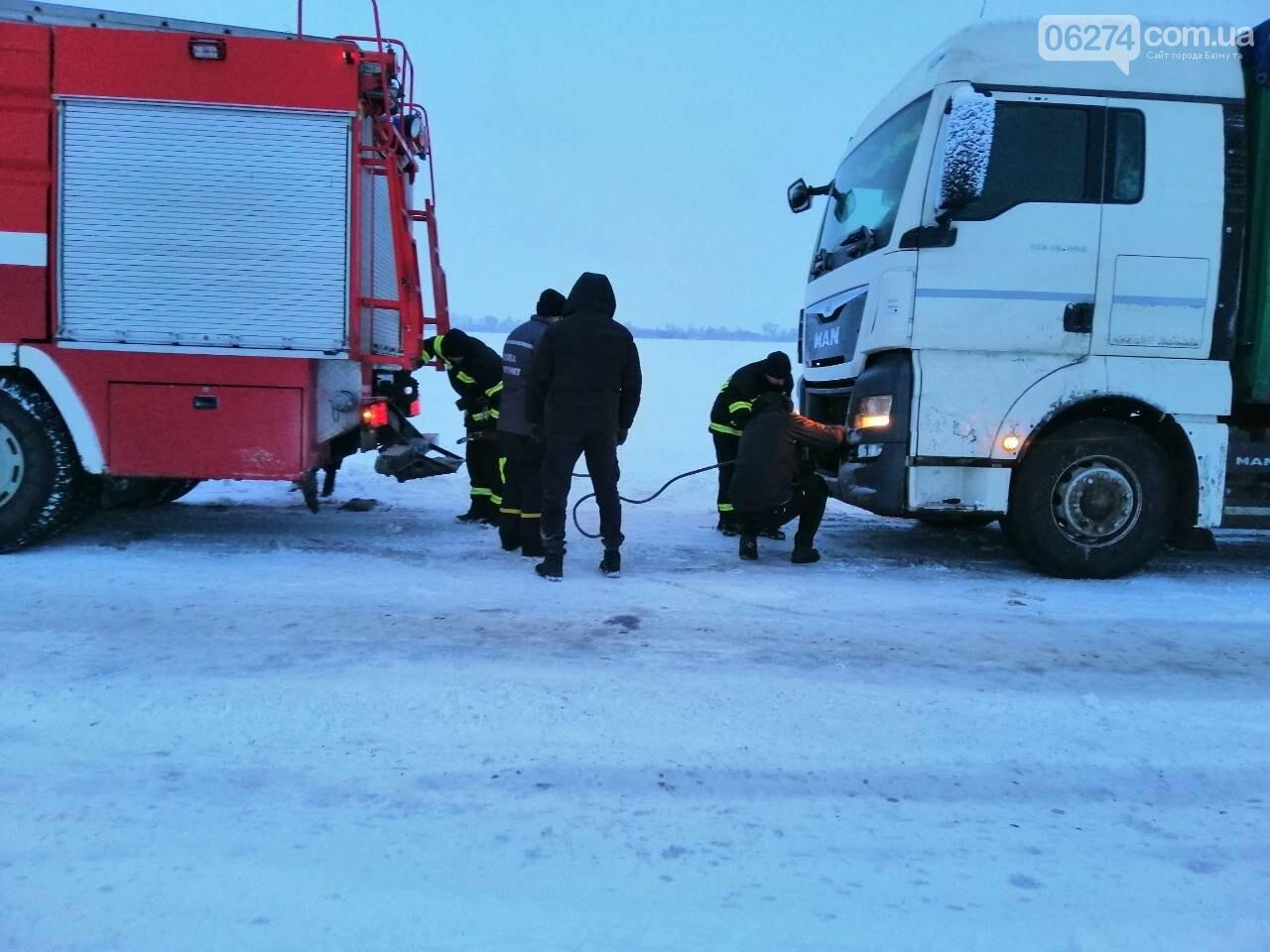 За сутки спасатели Донетчины оказали помощь водителям и пассажирам 45 транспортных средств, фото-2