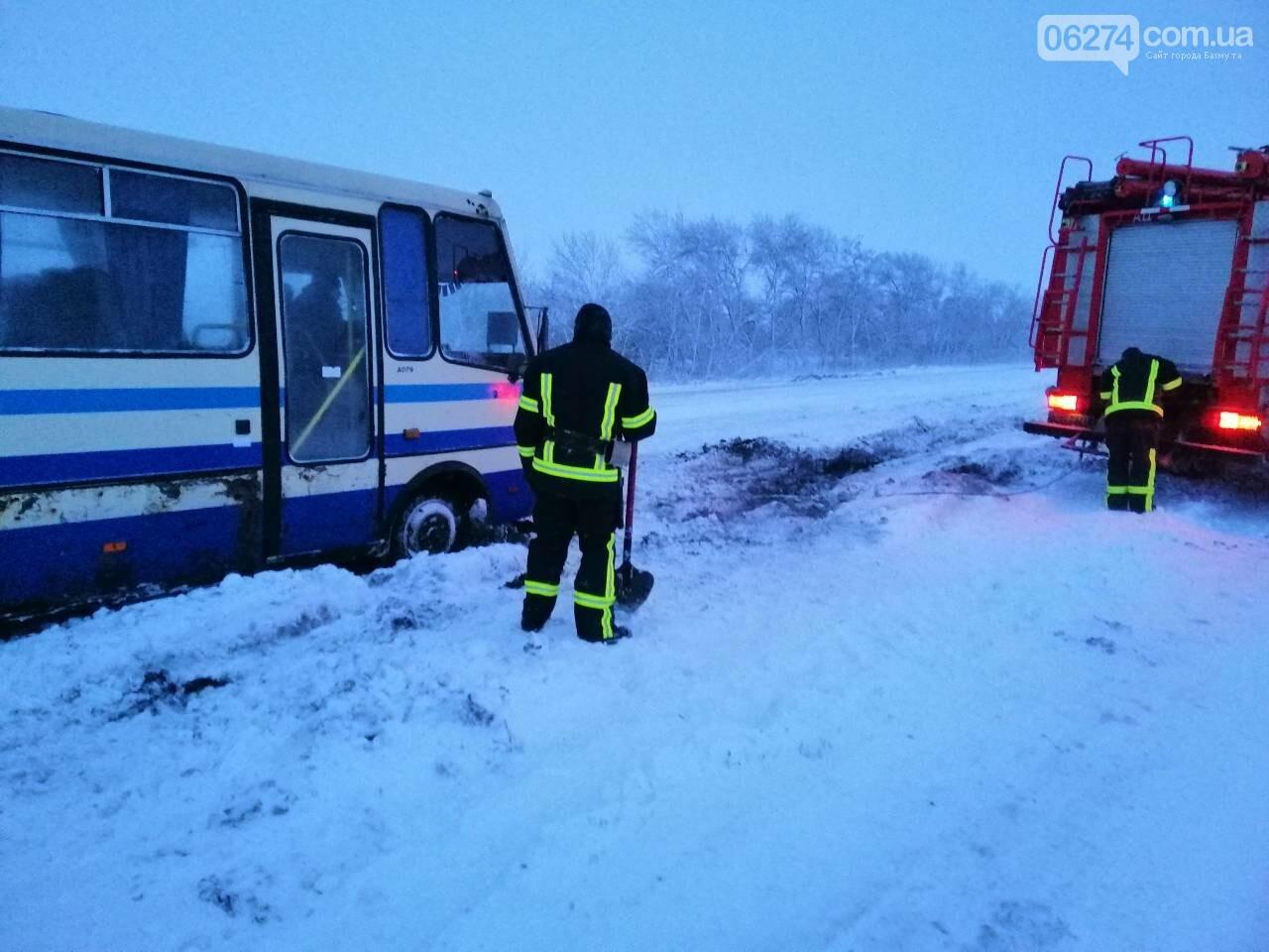 За сутки спасатели Донетчины оказали помощь водителям и пассажирам 45 транспортных средств, фото-6